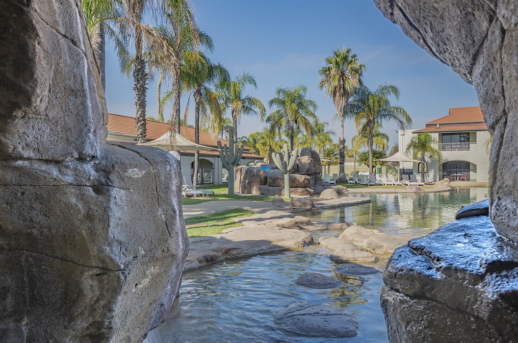 accommodation-albury-siesta-resort-pool-cave-view2 | Quality Resort Siesta Albury